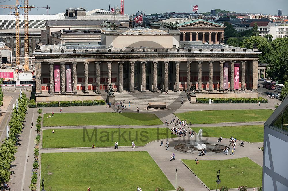 Blick auf das Alte Museum von dem Dach des Humboldt Forum am 03.06.2016 in Berlin, Deutschland. Zu den diesj&auml;hrigen Tagen der offenen Baustelle am 11. und 12. Juni &ouml;ffnet die Stiftung Humboldt Forum im Berliner Schloss unter anderem die Dachterrasse f&uuml;r das Publikum. Foto: Markus Heine / heineimaging<br /> <br /> ------------------------------<br /> <br /> Ver&ouml;ffentlichung nur mit Fotografennennung, sowie gegen Honorar und Belegexemplar.<br /> <br /> Bankverbindung:<br /> IBAN: DE65660908000004437497<br /> BIC CODE: GENODE61BBB<br /> Badische Beamten Bank Karlsruhe<br /> <br /> USt-IdNr: DE291853306<br /> <br /> Please note:<br /> All rights reserved! Don't publish without copyright!<br /> <br /> Stand: 06.2016<br /> <br /> ------------------------------auf der Baustelle des Humboldt Forum am 03.06.2016 in Berlin, Deutschland. Zu den diesj&auml;hrigen Tagen der offenen Baustelle am 11. und 12. Juni &ouml;ffnet die Stiftung Humboldt Forum im Berliner Schloss unter anderem die Dachterrasse f&uuml;r das Publikum. Foto: Markus Heine / heineimaging<br /> <br /> ------------------------------<br /> <br /> Ver&ouml;ffentlichung nur mit Fotografennennung, sowie gegen Honorar und Belegexemplar.<br /> <br /> Bankverbindung:<br /> IBAN: DE65660908000004437497<br /> BIC CODE: GENODE61BBB<br /> Badische Beamten Bank Karlsruhe<br /> <br /> USt-IdNr: DE291853306<br /> <br /> Please note:<br /> All rights reserved! Don't publish without copyright!<br /> <br /> Stand: 06.2016<br /> <br /> ------------------------------
