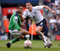 Fotball<br /> VM-kvalifisering<br /> England v Nord Irland<br /> 26. mars 2005<br /> Foto: Digitalsport<br /> NORWAY ONLY<br /> England's Frank Lampard gets past Northern Ireland's Jeff Whitley
