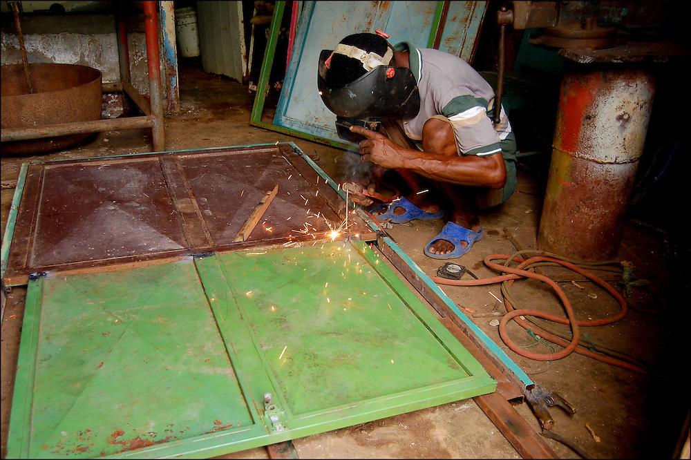REPORTAJE DEL ESTADO SUCRE<br /> Herrero<br /> Macuro, Estado Sucre - Venezuela 2007<br /> Photography by Aaron Sosa<br /> (Copyright © Aaron Sosa)