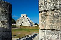 Mexique, Etat du Yucatan, site archeologique de Chichen Itza, Patrimoine Mondial UNESCO, Pyramide El Castillo, Temple de Kukulcan, anciennes ruines maya // Mexico, Yucatan state, Chichen Itza archeological site, World heritage of UNESCO, Pyramide El Castillo, Temple of Kukulcan, ancient mayan ruins