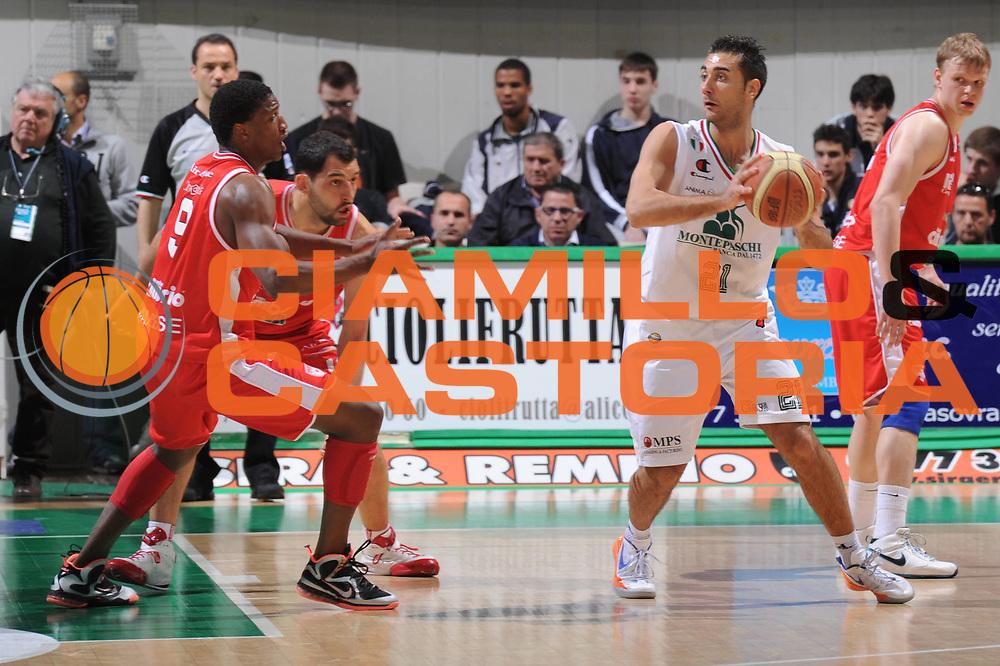 DESCRIZIONE :Siena  Lega A 2011-12 Montepaschi Siena Cimberio Varese Play off gara 1<br /> GIOCATORE : Pietro Aradori<br /> CATEGORIA : controcampo difesa<br /> SQUADRA : Montepaschi Siena<br /> EVENTO : Campionato Lega A 2011-2012 Play off gara 1 <br /> GARA : Montepaschi Siena Cimberio Varese<br /> DATA : 17/05/2012<br /> SPORT : Pallacanestro <br /> AUTORE : Agenzia Ciamillo-Castoria/ GiulioCiamillo<br /> Galleria : Lega Basket A 2011-2012  <br /> Fotonotizia : Siena  Lega A 2011-12 Montepaschi Siena Cimberio Varese Play off gara 1<br /> Predefinita :