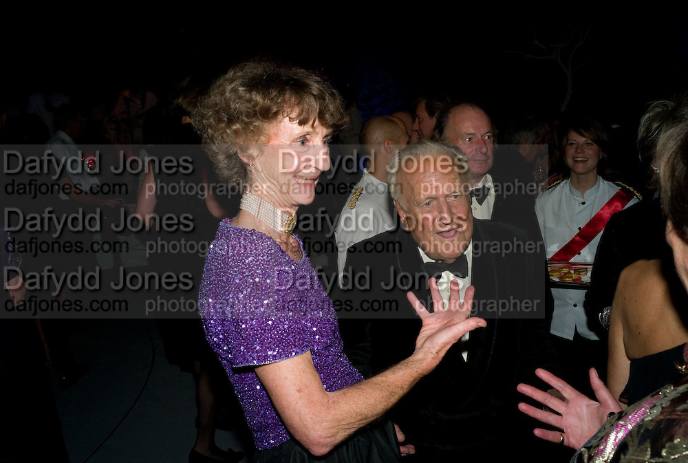 LINDY DUFFERIN; JOHN RICHARDSON, Nicky Haslam party for Janet de Botton and to celebrate 25 years of his Design Company.  Parkstead House. Roehampton. London. 16 October 2008.  *** Local Caption *** -DO NOT ARCHIVE-© Copyright Photograph by Dafydd Jones. 248 Clapham Rd. London SW9 0PZ. Tel 0207 820 0771. www.dafjones.com.