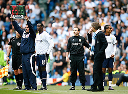 01.05.2010, City of Manchester Stadium, Manchester, ENG, PL, Manchester City vs Aston Villa im Bild Aston Villa Manager, Martin O'Neill performs a double substitution in an effort to salvage the game  by introducing Emile Heskey & Michael Mancienne, EXPA Pictures © 2010, PhotoCredit EXPA/ Marc Atkins / SPORTIDA PHOTO AGENCY