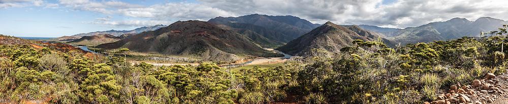 NOUVELLE CALEDONIE,  Panorama de la rivière Xwê Bwi - Route qui mène à Petit Borendy  - Thio - 2014-03