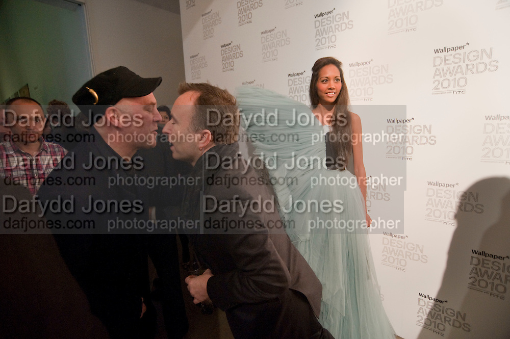 BEN LANGLANDS; TONY CHAMBERS; APPHIA MICHAEL;, Wallpaper* Design Awards. Wilkinson Gallery, 50-58 Vyner Street, London E2, 14 January 2010 *** Local Caption *** -DO NOT ARCHIVE-© Copyright Photograph by Dafydd Jones. 248 Clapham Rd. London SW9 0PZ. Tel 0207 820 0771. www.dafjones.com.<br /> BEN LANGLANDS; TONY CHAMBERS; APPHIA MICHAEL;, Wallpaper* Design Awards. Wilkinson Gallery, 50-58 Vyner Street, London E2, 14 January 2010