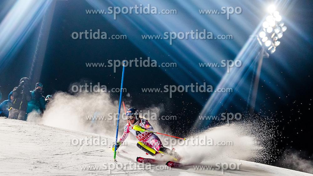 10.01.2017, Hermann Maier Weltcupstrecke, Flachau, AUT, FIS Weltcup Ski Alpin, Flachau, Slalom, Damen, 1. Lauf, im Bild Mikaela Shiffrin (USA) // Mikaela Shiffrin of the USA in action during her 1st run of ladie's Slalom of FIS ski alpine world cup at the Hermann Maier Weltcupstrecke in Flachau, Austria on 2017/01/10. EXPA Pictures © 2017, PhotoCredit: EXPA/ Johann Groder