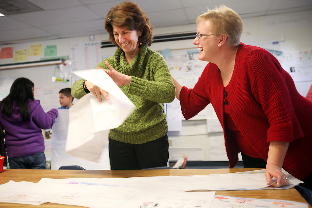 Janice Scudder and Julie Potter work with students at Washington Elementary School in Woodburn on Thursday, Dec. 1, 2011.