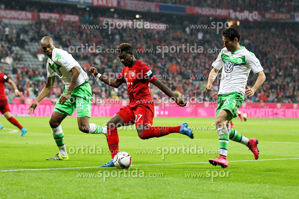 22.09.2015, Allianz Arena, Muenchen, GER, 1. FBL, FC Bayern Muenchen vs VfL Wolfsburg, 6. Runde, im Bild l-r: im Zweikampf, Aktion, mit Naldo #25 (VfL Wolfsburg) und David Alaba #27 (FC Bayern Muenchen), Christian Traesch #15 (VfL Wolfsburg) // during the German Bundesliga 6th round match between FC Bayern Munich and VfL Wolfsburg at the Allianz Arena in Muenchen, Germany on 2015/09/22. EXPA Pictures &copy; 2015, PhotoCredit: EXPA/ Eibner-Pressefoto/ Kolbert<br /> <br /> *****ATTENTION - OUT of GER*****