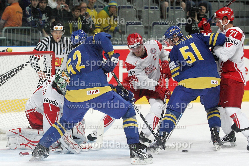 20.05.2010, SAP-Arena, Mannheim, GER, 74. IIHF WM, Gruppe D, Schweden ( SWE ) vs Daenemark ( DEN ) im Bild: Patrick GALBRAITH ( DEN #1 / Umea / Goalkeeper ) / Jonathan ERICSSON ( SWE #52 / Ottawa ) / Jesper DAMGAARD ( DEN #7 / Malmo ) / Jonathan ERICSSON ( SWE #52 / Ottawa ) and Mads CHRISTENSEN ( DEN #27 / Frederikshavn ) in front of the goal  EXPA Pictures © 2010, PhotoCredit: EXPA/ nph/   Florian Mueller / SPORTIDA PHOTO AGENCY