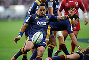 Aaron smith trys a box kick. Investec Super Rugby - Highlanders v Reds 27 February 2015, Forsyth Barr Stadium, Dunedin, New Zealand. Photo: New Zealand. Photo: Richard Hood/www.photosport.co.nz