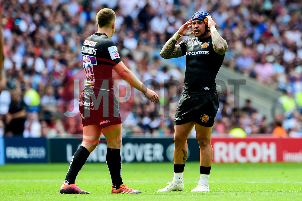 Joe Simmonds of Exeter Chiefs talks with Jack Nowell of Exeter Chiefs - Mandatory by-line: Ryan Hiscott/JMP - 01/06/2019 - RUGBY - Twickenham Stadium - London, England - Exeter Chiefs v Saracens - Gallagher Premiership Rugby Final