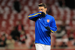 19.02.2014, Emirates Stadion, London, ENG, UEFA CL, FC Arsenal vs FC Bayern Muenchen, Achtelfinale, im Bild Mesut Oezil (Arsenal FC #11) wischt sich den Mund ab // during the UEFA Champions League Round of 16 match between FC Arsenal and FC Bayern Munich at the Emirates Stadion in London, Great Britain on 2014/02/19. EXPA Pictures © 2014, PhotoCredit: EXPA/ Eibner-Pressefoto/ Schueler<br /> <br /> *****ATTENTION - OUT of GER*****