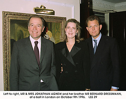 Left to right, MR & MRS JONATHAN AGNEW and her brother<br />  MR BERNARD DRESSMANN,  at a ball in London on October<br />  9th 1996.   LSS 29