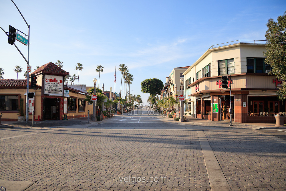 Photo of Main Street and Balboa Boulevard in Newport Beach California. The ShoreHouse Cafe and other businesses line Main Street leading to Balboa Pier.