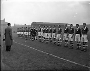 16/11/1952<br /> 11/16/1952<br /> 16 November 1952<br /> Soccer International: Ireland v France at Dalymount Park, Dublin. The game was a 1-1 draw. The teams line out.