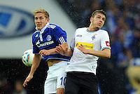 FUSSBALL   1. BUNDESLIGA   SAISON 2011/2012    4. SPIELTAG FC Schalke 04 - Borussia Moenchengladbach             28.08.2011 Lewis HOLTBY (li, Schalke) gegen Roman NEUSTAEDTER (re, Mgladbach)