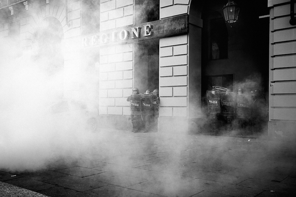 Turin, 2013/12/09, &quot;Pitchfork&quot; rebellion.<br /> Riot police deployed to protecting Regional Administration building.