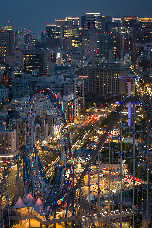 The Ferris Wheel of Bunkyo Civic Center as the night lights go on.