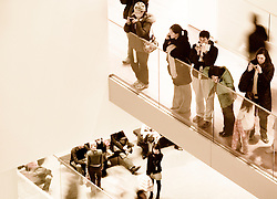 Visitantes en el MoMA (Museum of Modern Art), Nueva York. EE.UU. /<br />