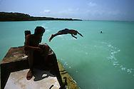 BELIZE / Corozal / Children having a swim...© JOAN COSTA