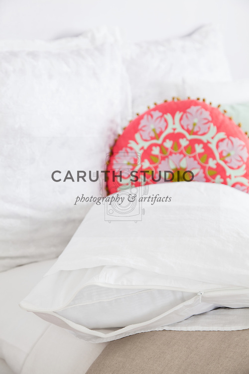 Removable pillow cover and pillow case