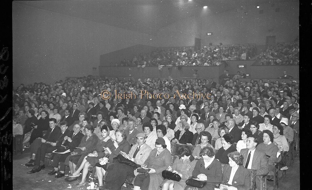 Gael Linn Bingo..1963..03.10.1963..10.03.1963..3rd October 1963..Gael Linn bingo took place in Whitehall Cinema last night, it set a record when Mrs Kathleen Sperrin from Swords Road, Dublin filled a line in only 8 calls. This achievement completed in a time of only 30 seconds won a bonus prize of £100 for Mrs Sperrin in addition to the ordinary prize...Image shows a general view of the packed Whitehall Cinema for the weekly bingo session.