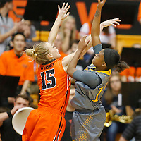 Oregon State's Jamie Weisner, left, contest the shot of CSU Bakersfield's Alexxus Gilbert in the second half of an NCAA college basketball game, in Corvallis, Ore., on Tuesday, Dec. 15, 2015. Oregon State won 75-51. (AP Photo/Timothy J. Gonzalez)