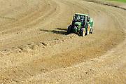 Getreideernte im westlichen Odenwald bei Heppenheim, Hessen, Deutschland