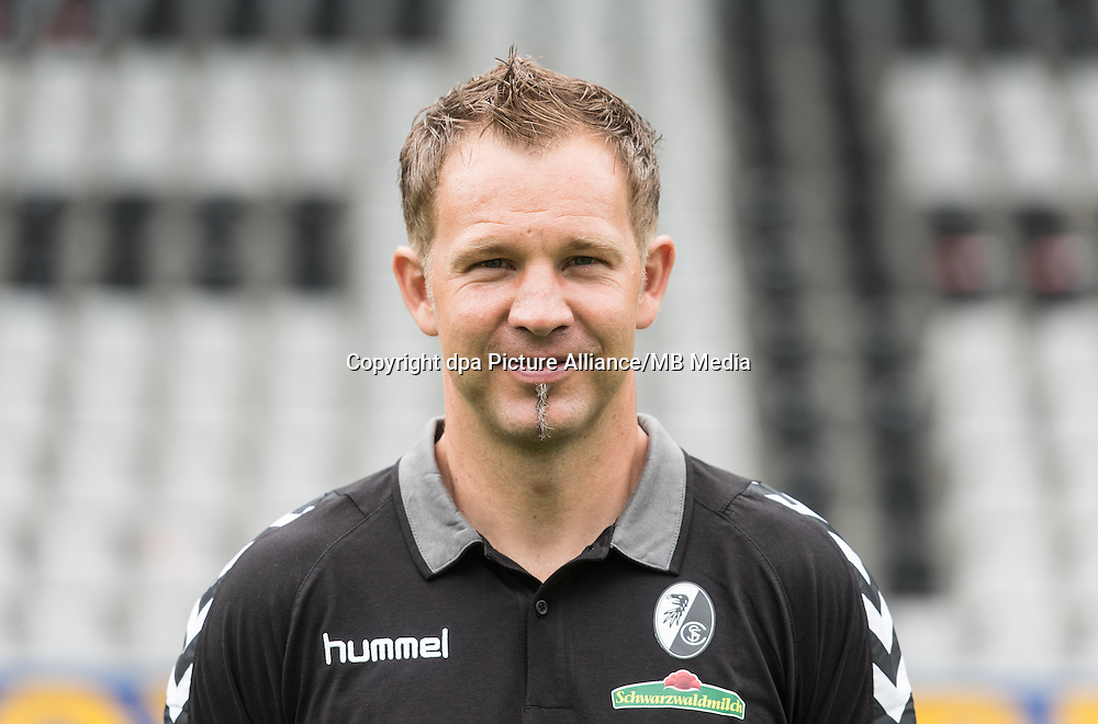 German Bundesliga - Season 2016/17 - Photocall SC Freiburg on 5 August 2016 in Freiburg, Germany: Assistant coach Lars Vossler. Photo: Patrick Seeger/dpa | usage worldwide