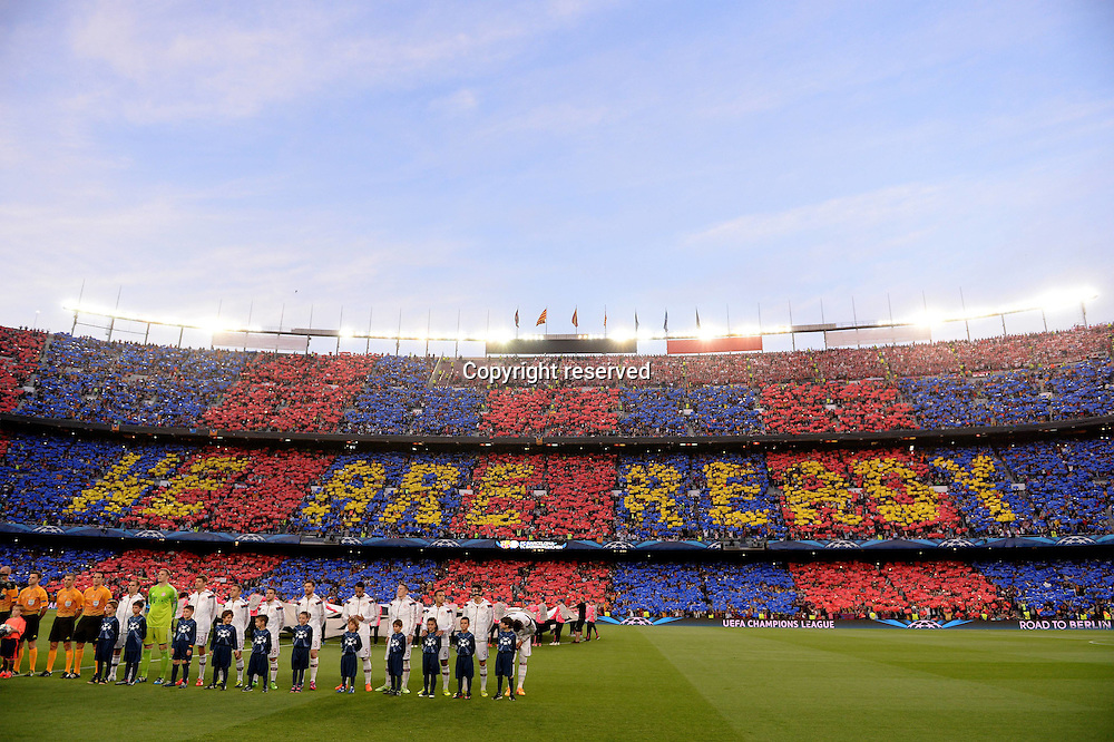06.05.2015. Nou Camp, Barcelona, Spain, UEFA Champions League semi-final. Barcelona versus Bayern Munich.  The Barcelona crowd spell out their message as teams line up