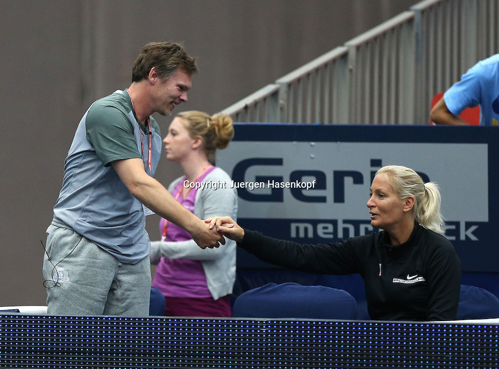 Generali Ladies Linz 2014,WTA Tour, Damen<br /> Hallen Tennis Turnier in Linz, Oesterreich,Mona Barthel  Trainer Soenke Capell und Fed Cup Team Chefin Barbara Rittner klatschen ab nach dem Sieg von Mona,Halbkoerper,Querformat,