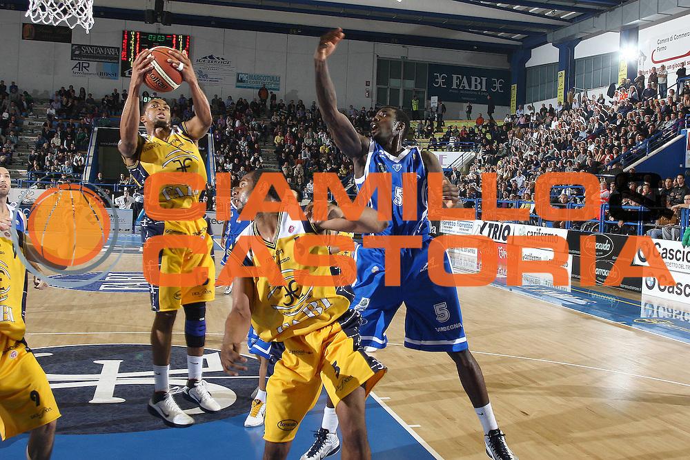 DESCRIZIONE : Porto San Giorgio Lega A 2010-11 Fabi Montegranaro Dinamo Sassari <br /> GIOCATORE : Allan Ryan<br /> SQUADRA : Fabi Montegranaro<br /> EVENTO : Campionato Lega A 2010-2011<br /> GARA : Fabi Montegranaro Dinamo Sassari <br /> DATA : 17/10/2010<br /> CATEGORIA : tiro rimbalzo<br /> SPORT : Pallacanestro<br /> AUTORE : Agenzia Ciamillo-Castoria/C.De Massis<br /> Galleria : Lega Basket A 2010-2011<br /> Fotonotizia : Porto San Giorgio Lega A 2010-11 Fabi Montegranaro Dinamo Sassari <br /> Predefinita :