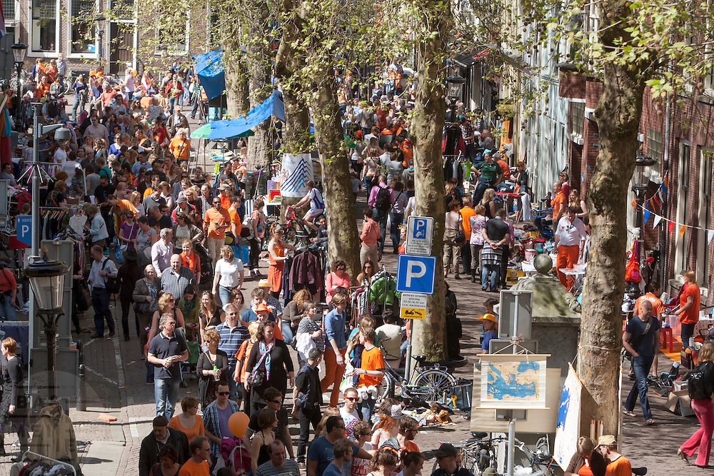 De vrijmarkt in Utrecht tijdens Koninginnedag 2012.<br />