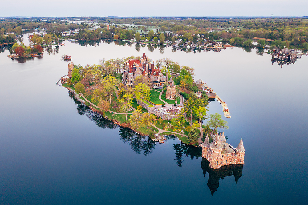 https://Duncan.co/boldt-castle-at-dawn-02