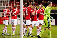 ALKMAAR - 26-09-2015, AZ - Heracles Almelo, AFAS Stadion, AZ speler Markus Henriksen (4vr) heeft de 1-0 gescoord, AZ speler Joris van Overeem (3vr), Heracles Almelo keeper Bram Castro.