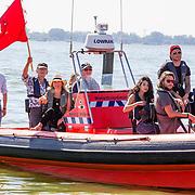 NLD/Muiden/20160825 - Perspresentatie deelnemers Expeditie Robinson 2016, Bartho Braat, Elle van Rijn, Kraantje Pappie, Anna Nooshin,Thomas Dekker, Jessie Jazz Vuijk,