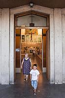 PALERMO, 29 LUGLIO 2015: Dei fedeli della Parrocchia di Santa Lucia Borgovecchio escono dalla chiesa al termine della messa, a Palermo il 29 luglio 2015.