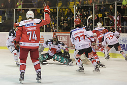 09.12.2016, Stadthalle, Klagenfurt, AUT, EBEL, EC KAC vs HC TWK Innsbruck, 28. Runde Grunddurchgang, im Bild Lubomir Stach (HC TWK Innsbruck, #26), Jamie Lundmark (EC KAC, #74), Andy Chiodo (HC TWK Innsbruck, #30), Philipp Lindner (HC TWK Innsbruck, #77), Tyler Spugeon (HC TWK Innsbruck, #19), Kevin Kapstad (EC KAC, #51) // during the Erste Bank Eishockey League 28th match at preliminary round betweeen KAC vs HC TWK Innsbruck at the City Hall in Klagenfurt, Austria on 2016/12/09. EXPA Pictures © 2016, PhotoCredit: EXPA/ Gert Steinthaler