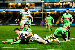 Josh Adams of Worcester Warriors scores his sides first try of the game  - Mandatory by-line: Ryan Hiscott/JMP - 15/12/2018 - RUGBY - Sixways Stadium - Worcester, England - Worcester Warriors v Pau - European Rugby Challenge Cup