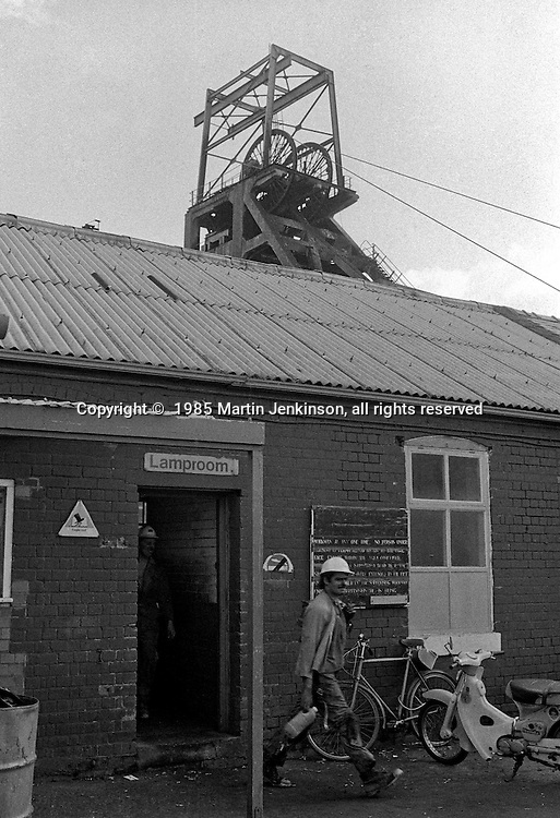 Miners coming of shift on the last day at Cortonwood pit. 25.10.85
