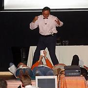 Optreden Take a Seat Huizen, thema Zand Erover Emile Zandhapper