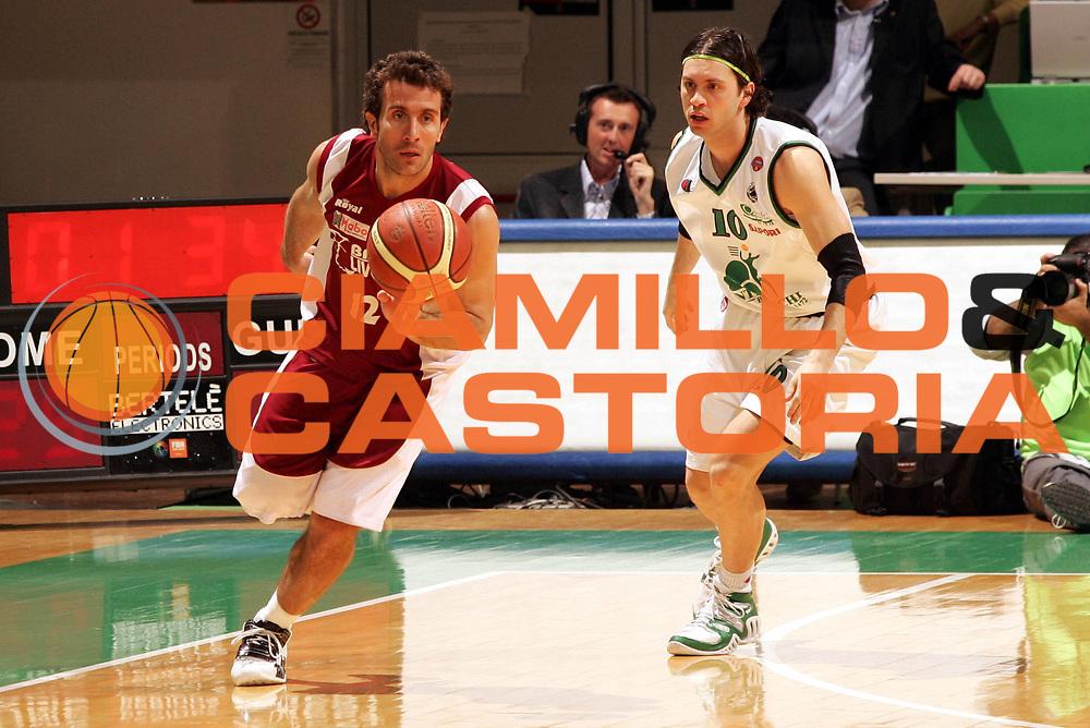 DESCRIZIONE : Siena Lega A1 2005-06 Montepaschi Siena Basket Livorno <br /> GIOCATORE : Ingles <br /> SQUADRA : Basket Livorno <br /> EVENTO : Campionato Lega A1 2005-2006 <br /> GARA : Montepaschi Siena Basket Livorno <br /> DATA : 23/04/2006 <br /> CATEGORIA : Palleggio <br /> SPORT : Pallacanestro <br /> AUTORE : Agenzia Ciamillo-Castoria/P.Lazzeroni <br /> Galleria : Lega Basket A1 2005-2006 <br /> Fotonotizia : Siena Campionato Italiano Lega A1 2005-2006 Montepaschi Siena Basket Livorno <br /> Predefinita :