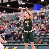 3rd year guard Avery Pearce (4) of the Regina Cougars during the Women's Basketball home game on January 6 at Centre for Kinesiology, Health and Sport. Credit: Arthur Ward/Arthur Images