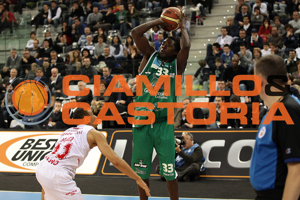 DESCRIZIONE : Torino Coppa Italia Final Eight 2011 Quarti di Finale Armani Jeans Milano Air Avellino<br /> GIOCATORE : Abdul Thomas Omar<br /> SQUADRA : Air Avellino <br /> EVENTO : Agos Ducato Basket Coppa Italia Final Eight 2011<br /> GARA : Armani Jeans Milano Air Avellino <br /> DATA : 11/02/2011<br /> CATEGORIA : tiro<br /> SPORT : Pallacanestro<br /> AUTORE : Agenzia Ciamillo-Castoria/C.De Massis<br /> Galleria : Final Eight Coppa Italia 2011<br /> Fotonotizia : Torino Coppa Italia Final Eight 2011 Quarti di Finale Armani Jeans Milano Air Avellino<br /> Predefinita :