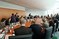 19 SEP 2001, BERLIN/GERMANY:<br /> Uebersicht Kabinettsaal, Sitzung des Bundeskabinetts mit Beschluessen zur Inneren Sicherheit, Bundeskanzleramt<br /> IMAGE: 20010919-02-011<br /> KEYWORDS: Kabinett, Sitzung, Übersicht, Kabinettsitzung