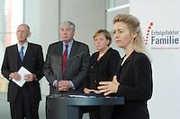 """16 OCT 2006, BERLIN/GERMANY:<br /> Ursula v.d. Leyen (R), Bundesfamilienministerin, und im Hintergrund: Ludwig Georg Braun, DIHK, Michael Sommer, DGB, Angela Merkel, CDU, Bundeskanzlerin, (v.L.n.R.), waehrend einer Pressekonferenz nach dem Spitzengespraech """"Familie und Wirtschaft"""" der Bundeskanzlerin mit der Impulsgruppe der """"Allianz für die Familie"""", Bundeskanzleramt<br /> IMAGE: 20061016-01-015<br /> KEYWORDS: Spitzengespräch"""