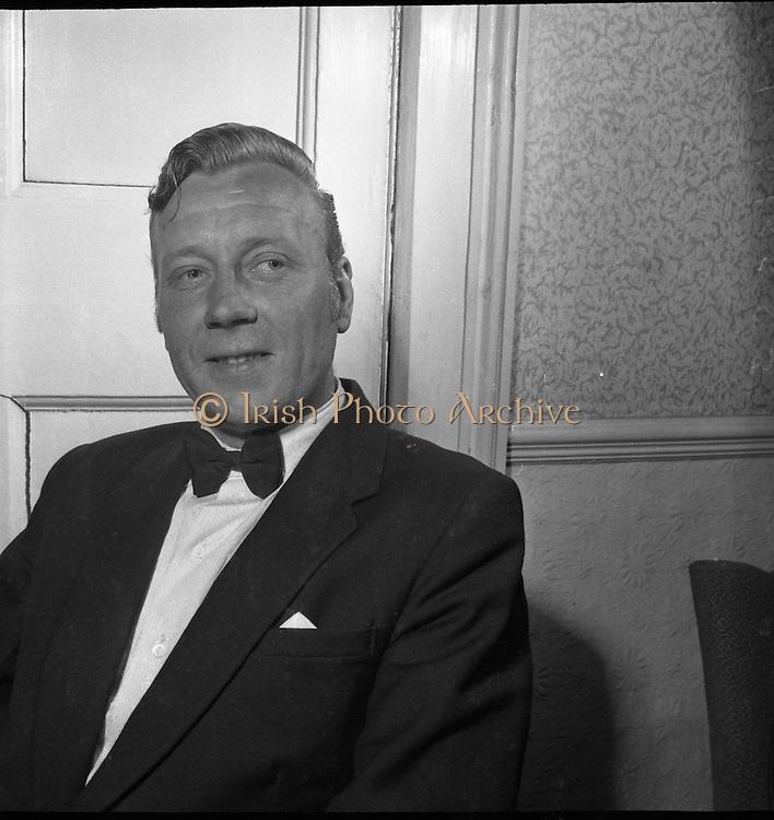 27/06/1958<br /> 06/27/1958<br /> 27 June 1958 <br /> <br /> Special for comhar - Sean McLoughlin - Violinist