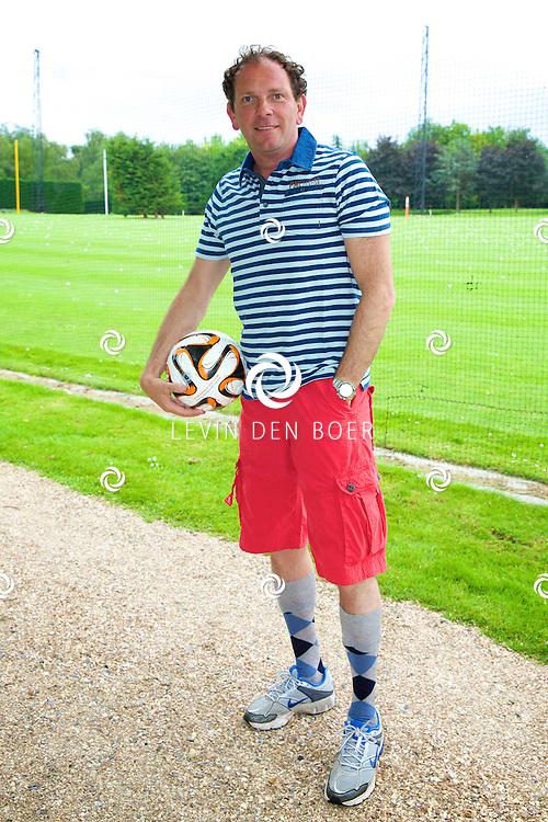 ROTTERDAM - Op de Golfcenter Seve is de aftrap voor het jaarlijkse Life After Football Footgolf 2014 gehouden. Met hier op de foto   Robert Leroy. FOTO LEVIN DEN BOER - PERSFOTO.NU