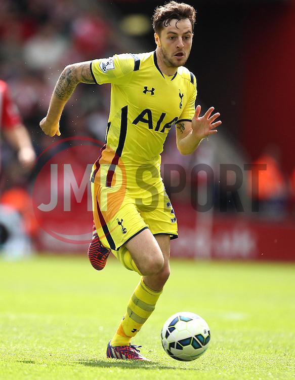 Tottenham Hotspur's Ryan Mason - Photo mandatory by-line: Robbie Stephenson/JMP - Mobile: 07966 386802 - 25/04/2015 - SPORT - Football - Southampton - ST Marys Stadium - Southampton v Tottenham Hotspur - Barclays Premier League
