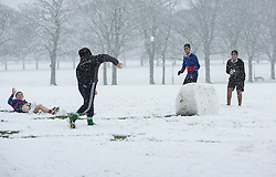 © Licensed to London News Pictures. 14/01/2013. London, United Kingdom ..People enjoying the snow in Victoria Park, Leicester...Photo credit : Chris Winter/LNP